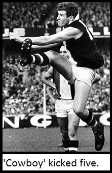 Kevin Neale kicks a goal during the 1966 grand final.